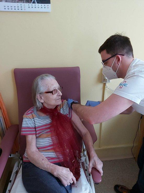 Většina zařízení pro seniory v Plzni už má naočkováno.