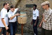 Francouzští učedníci bednářského řemesla se zúčastnili stáže v pivovaru Plzeňský Prazdroj.