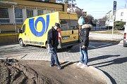 Nový záhon za poštou v Masarykově ulici v Plzni na Doubravce