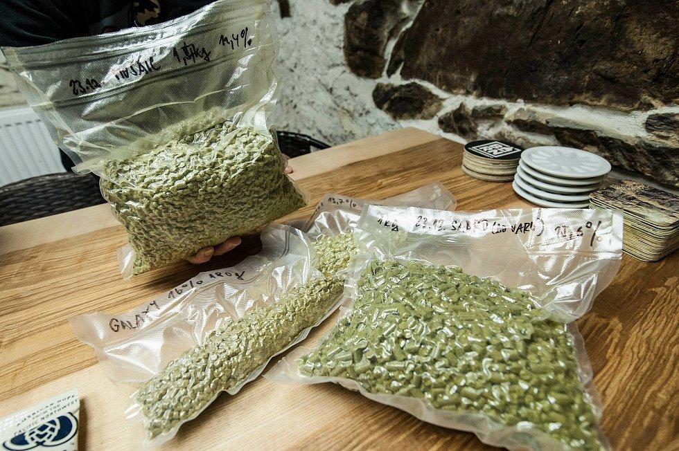 Pečlivě zavakuovaný chmelový granulát k uchování jeho výrazného aroma.
