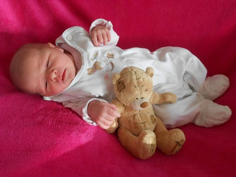 Adéla B. se narodila v domažlické porodnici 22. února 2021. Při narození vážila 2840 gramů a měřila 46 centimetrů.