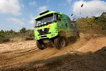 Závodní Tatru s novým motorem Caterpillar vyzkoušeli závodníci nejen ve slovenské Senici, odkud je snímek, ale i na závodě El Chott loni v říjnu