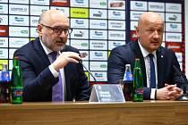 SPOLEČNĚ oznamovali loni v zimě Tomáš Paclík, prezidet FC VIktorie Plzeň, a generální manažer Adolf Šádek příchod nového kouče Adriana Guľy, teď budou spoluvlastníky klubu.