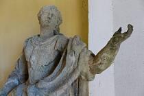Na snímku je detail sochy sv. Tekly