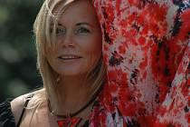 Zpěvačka Vlaďka Bauerová pokřtí své nové CD nazvané Tak to bylo na koncertě, který se uskuteční 21. listopadu od půl osmé večer vplzeňském Divadélku JoNáš