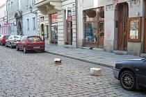 Zákaz zastavení dle obchodníků v Dominikánské ulici.