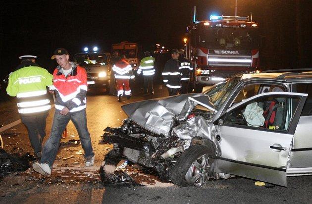 Jedno z nabouraných aut, která se srazila v neděli v podvečer na Domažlické třídě v Plzni.