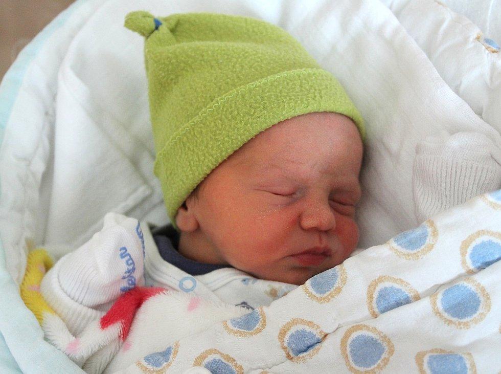Adam Píšek se narodil 15. září v 9:37 hodin (2420 g) ve FN na Lochotíně. Rodiče Andrea a Vladimír z Plzně věděli, že jejich prvorozené miminko bude kluk.