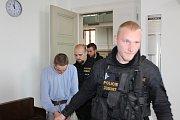 Devatenáctiletý Ukrajinec, který který v noci ze soboty na neděli na Klatovské třídě pobodal sedmadvacetiletého muže, míří do vazby.