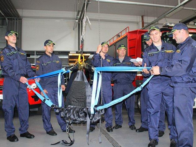 Jak se sítí pracovat, se plzeňští hasiči dozvědí na školení v Brně