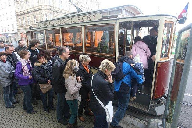 Historická tramvaj na Palackého náměstí