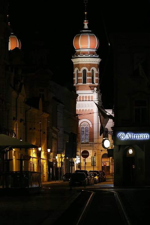 Náměstí Republiky v Plzni, pohled Prešovskou ulicí na Velkou synagogu.