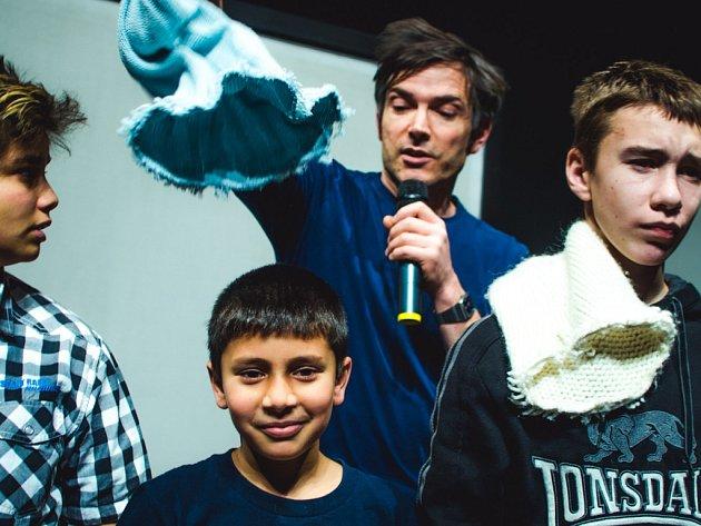Vadí-nevadí, je představení, v němž hrají obyvatelé malého města Kostelec nad  Orlicí. Plzeňské Peklo je uvede v neděli 30. listopadu