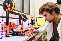 Vít Trunec u 3D tiskárny v DEPO2015