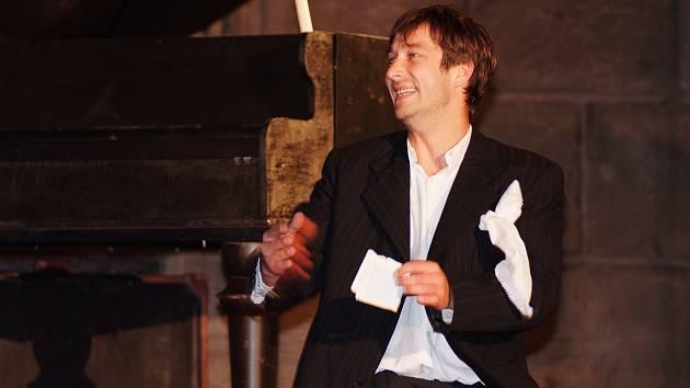 Premiéru na Divadelním létě pod plzeňským nebem si letos odbude Shakespearova hra Romeo a Julie v podání Divadelního spolku Kašpar. Roli Kapuleta v ní ztvární Jan Zadražil.