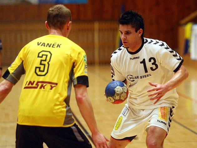 Milan Škvařil (vpravo)
