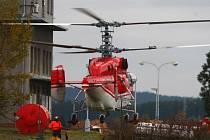 Na krašovském vysílači se v první půlce října za pomoci speciálního vrtulníku měnila anténa