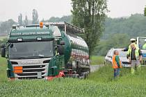 Náklaďák s cisternovým návěsem vyjel ze silnici u Heřmanovy Hutě