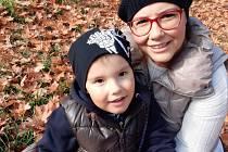 Paní Klára z Vejprnic, která onemocněla rakovinou prsu, se svou rodinou.