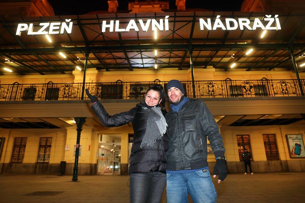 Plzeň - hlavní nádraží před 21 hodinou