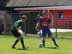 Vítěznou branku dorostu Viktorie v souboji s týmem 1. FK Příbram vstřelil Tomáš Kepl (vpravo), který znamenal pro branku hostů stálé nebezpečí.