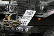 Pietní akt na nepomuckém náměstí. Vzpomínka na sestřelený bombardér.