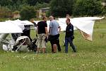 Nehoda po nouzovém přistání malého sportovního letadla na louce v obci Lhůta u Tymákova. Pilot byl se středně těžkými zraněními převezen do nemocnice.