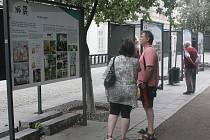 Výstavu ke 100 letům své existence připravilo ve Smetanových sadech Masarykovo gymnázium v Plzni. Na panelech před Studijní a vědeckou knihovnou se zájemci mohou seznámit s historií školy, aktivitami studentů, ale také se známými absolventy.