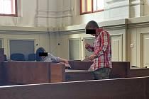 Obžalovaní rodiče před plzeňským městským soudem.