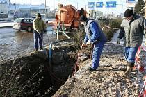 Oprava havárie vodovodního potrubí v ulici U Prazdroje