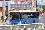 Společnost Arriva provozuje linkovou dopravu novými autobusy v barvách kraje.