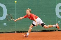 Český tenista Tomáš Jiroušek (na snímku) potvrdil ve třetím kole dvouhry na mistrovství Evropy staršího žactva roli favorita a porazil Makedonce Mihaila Kuseskiho 6:1, 6:2