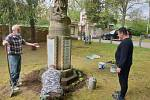 Brigáda u hřbitova v Radčicích.
