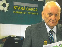 DLOUHOLETÝ fotbalista ZČE Plzeň Jiří  Čiháček oslavil v letošním roce pětaosmdesát let.