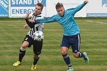 Nejvýše z týmů Plzeňského kraje přezimuje v divizi mužstvo Senco Doubravka (na snímku hráč vpravo)