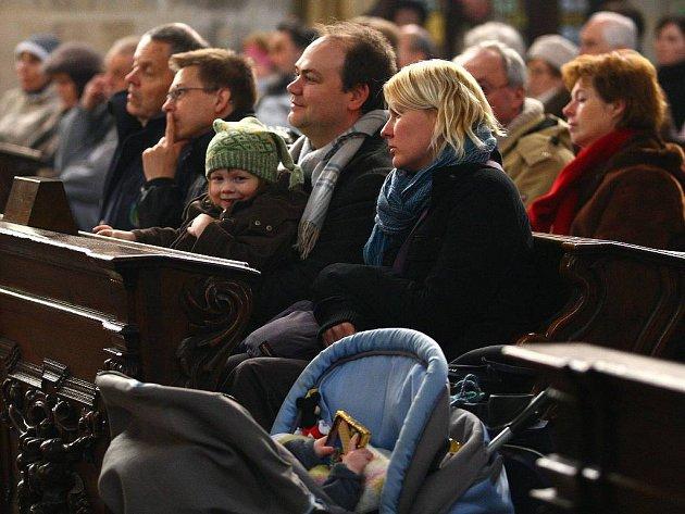 Koncert v katedrále sv. Bartoloměje na náměstí Republiky.