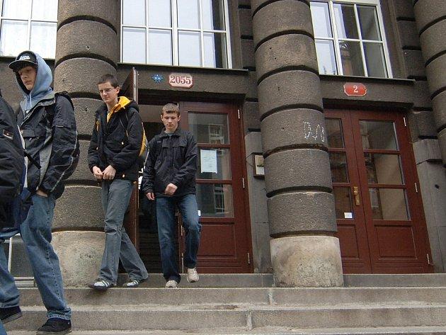 Vstup do Masarykova gymnázia.
