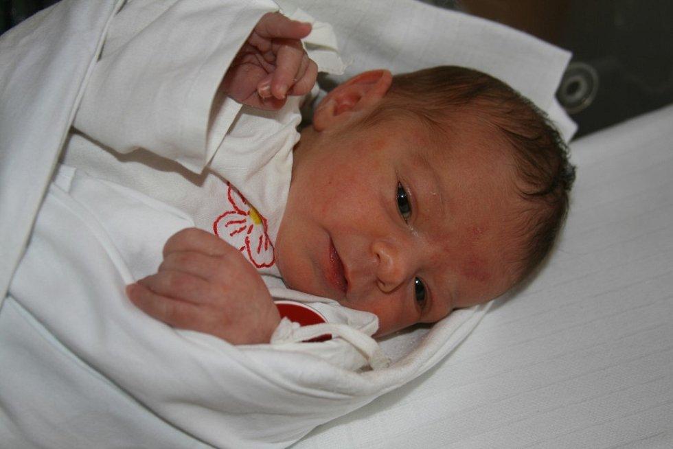 Evelína Lojdová (3,05 kg, 49 cm) se narodila 28. 5. ve 13:40 hod. vMulačově nemocnici. Holčička je prvorozená dcera Evy Lojdové a Jiřího Kaňáka ze Svaté Kateřiny (Tachovsko)