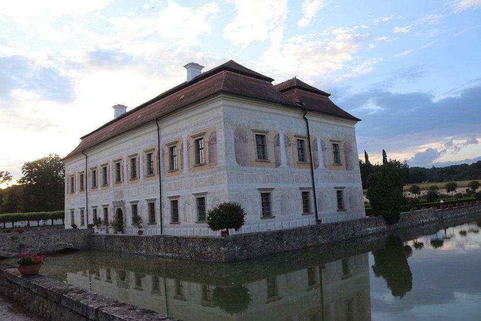 Kratochvíle je renesanční zámek