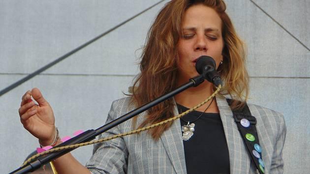Na oslavách ukončení sklizně zazpívá 7. září Aneta Langerová, Šumaři nebo Rokytka. A bude se vařit z masa skotu, který se ještě donedávna pásl u Milínova.