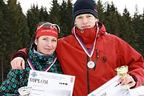 Na mistrovství České republiky juniorů a dorostu v biatlonu je získali Tereza Vališová (vlevo) a David Tolar (vpravo)