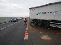 Dopravní nehoda dvou nákladních vozů u Chotěšova.