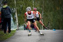 Kateřina Razýmová na trati mistrovského závodu na kolečkových lyžích u Liberce.
