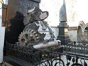 Hrobka Emila Škody na hřbitově na Mikulášském náměstí