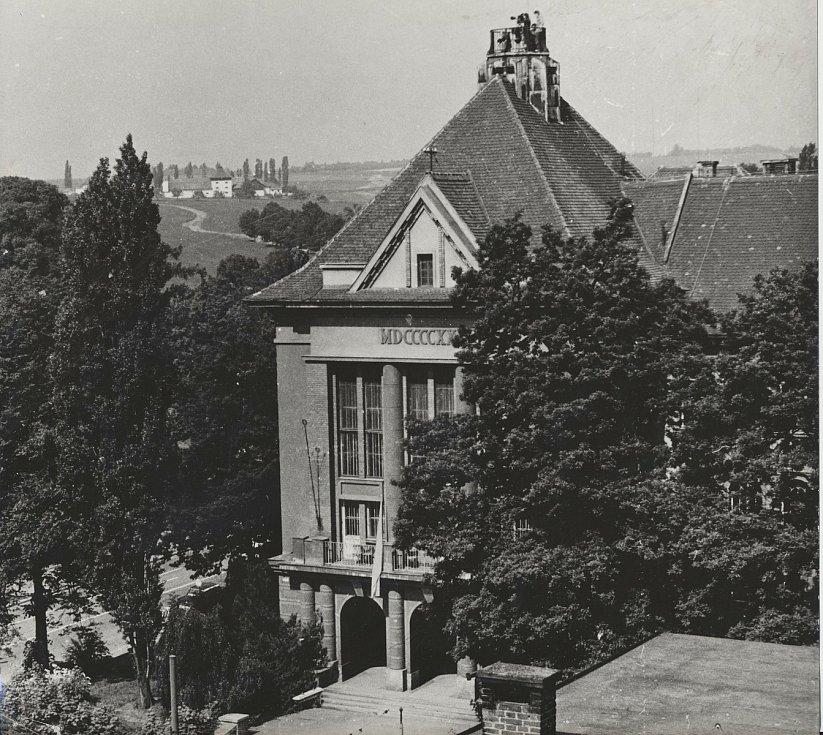 Budovy Lékařské fakulty v Plzni - Pavlovův ústav (historické foto).