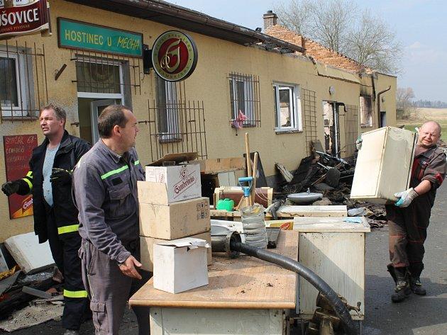 Po požáru Hostince U Mechů v severoplzeňské Nevřeni zbyla spoušť