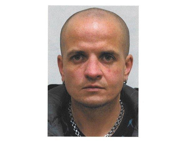 Petr Vlček je podezřelý zpřepadení dvou poštovních poboček.