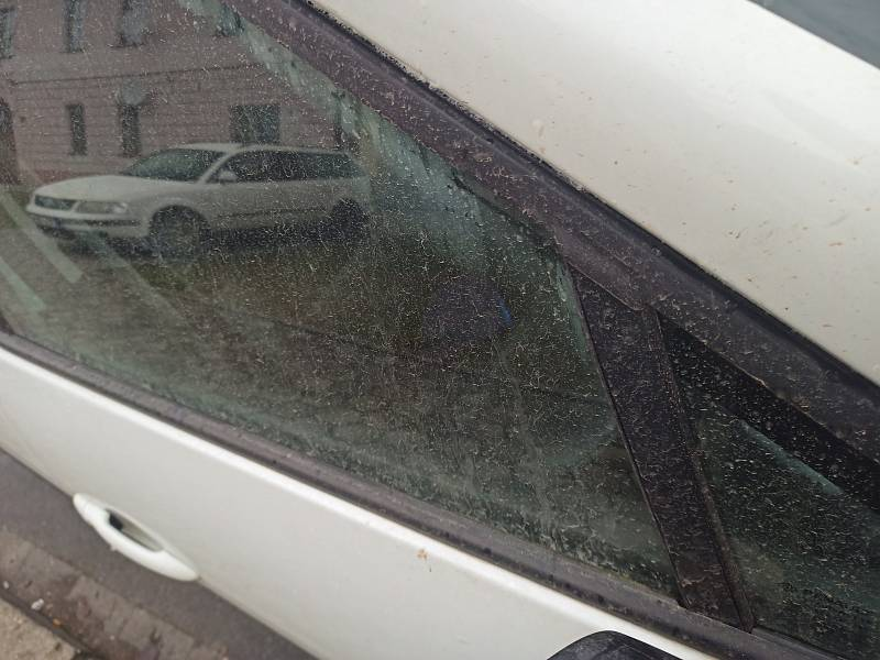 Písek ze Sahary dovál vítr až na Plzeňsko.