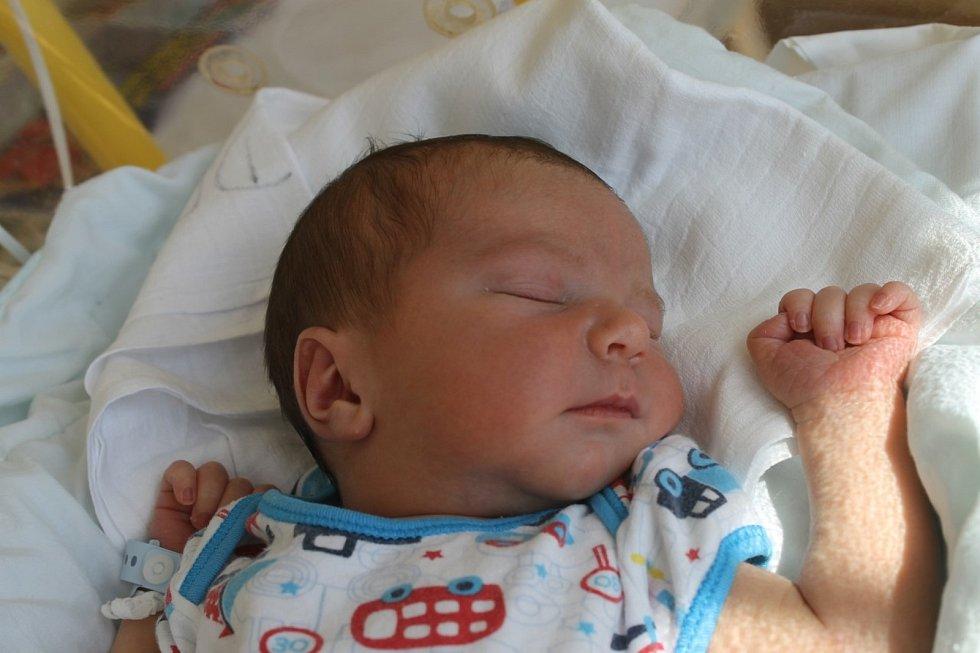 Rudolf Mathauser ze Kdyně se narodil 20. července (3500 g, 50 cm) v domažlické porodnici rodičům Šárce a Rudolfovi Mathauserovým. Věděli, že se jim narodí chlapeček, kterému dali jméno po tatínkovi. Doma se na bratříčka těšily Lucinka a Jůlinka.