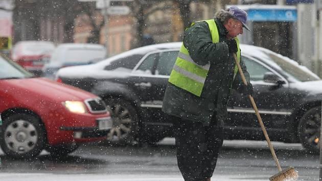 Prvního letošního dlouhodobějšího sněhu se dočkali Plzeňané ve čtvrtek 17. prosince